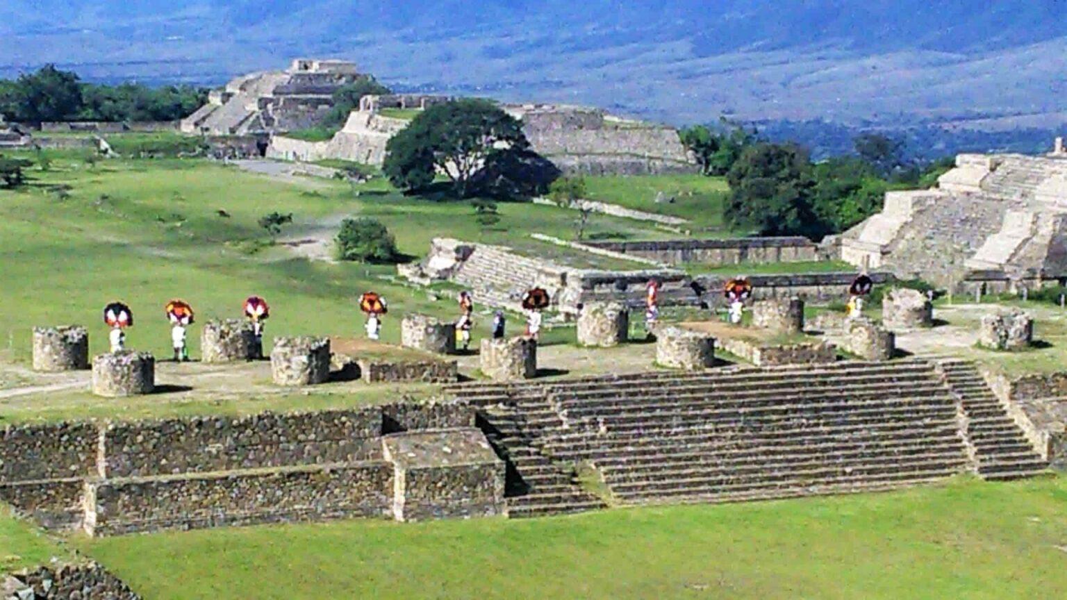 galerie photos voyage Mexique , une cérèmonie sur le site de Monte Alban