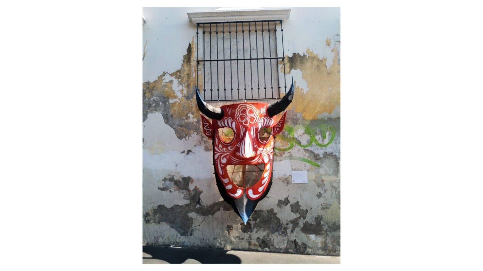galerie photos voyage Mexique , masque décoratif dans une rue de Cuernavaca