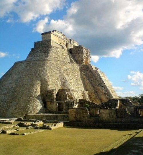 la majestueuse pyramide du devin à Uxmal, Yucatan