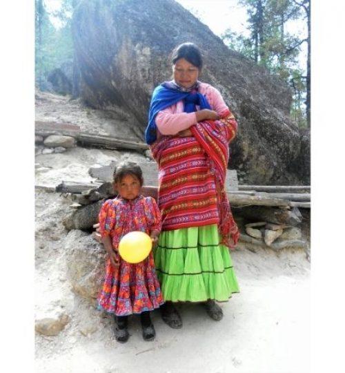 rencontre colorée avec une Tarahumara et sa petite fille ,Chihuahua