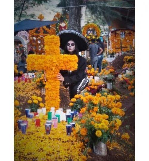 dernières aventures guide francais mexique dans un cimetiére durant la fête des morts